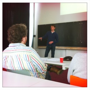 Rick Vermeulen, of the University of Amsterdam, gives a methodology class